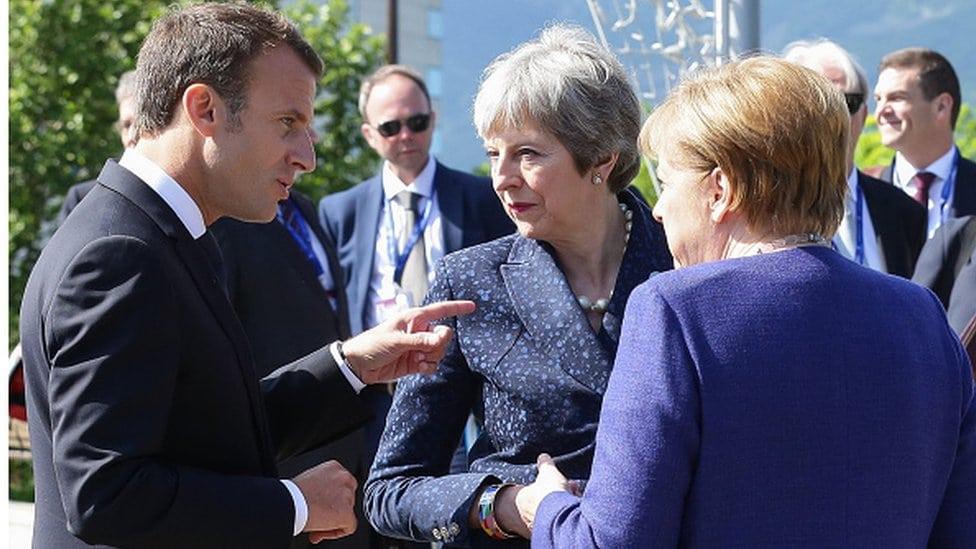 Emanuel Makron, Tereza Mej i Angela Merkel