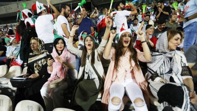 Žene privirile na stadion u Teheranu 3