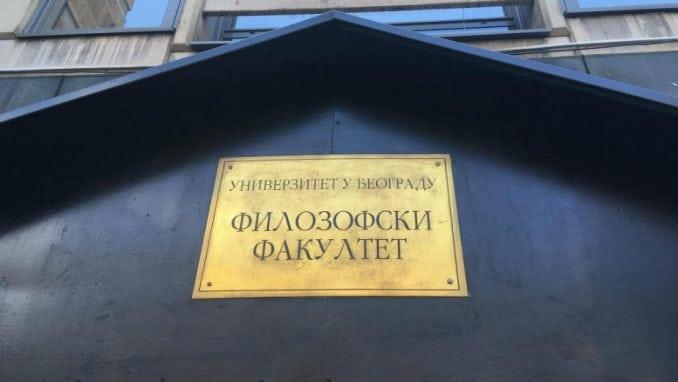Šesnaest godina od ubistva Đinđića: Sa cvetom i svećom ispred Filozofskog fakulteta 4