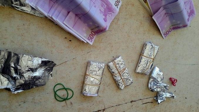 Na Gradini zaplenjeno više od kilograma zlata i 43.000 evra 2