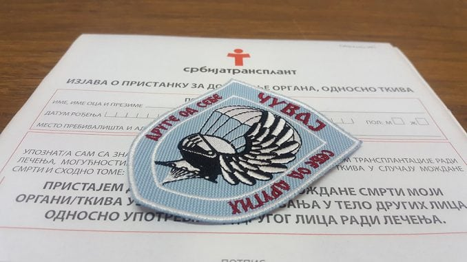 Padobranci potpisali 36 donorskih kartica 1