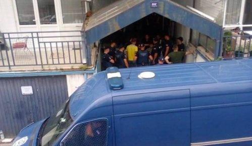 Odloženo iseljenje izbeglica u Ustaničkoj, privedeno sedmoro aktivista 10