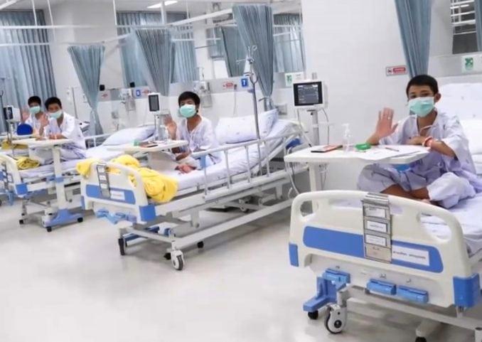 Tajlandski dečaci u četvrtak izlaze iz bolnice 4