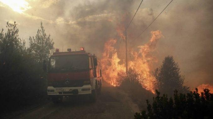 Požari u blizini Atine, Grcima naloženo da napuste domove 1