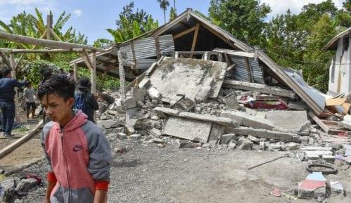 Indonezija: Desetine ljudi poginulo i povređeno u zemljotresu 8