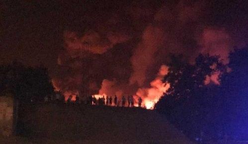 Požar u Zemunu lokalizovan, četiri vatrogasca lakše povređena (VIDEO) 10
