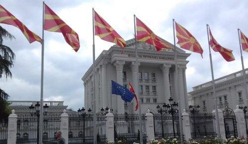 Zaev ispunjava predizborno obećanje i uklanja ogradu oko Vlade Makedonije 5