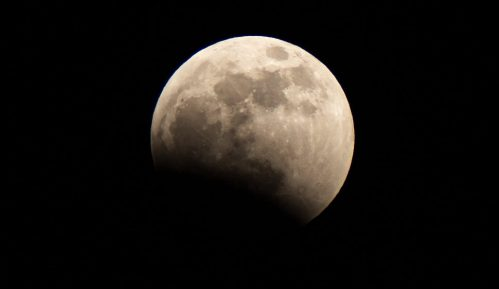 Kineska kapsula sa lunarnim materijalom napustila orbitu Meseca 8