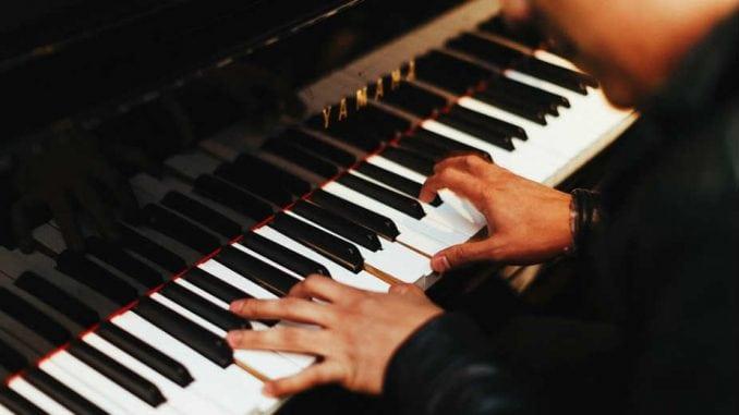 Koncert pijanistkinja Lidije i Sanje Bizjak 2. avgusta u vrtu dvorca Versaj 3