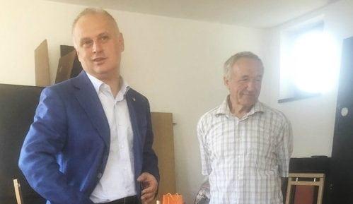 Vesić sa porodicom Timotijević u novom stanu 4