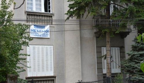 Vračarci banerima na prozorima protiv investitorske urbanizacije 15