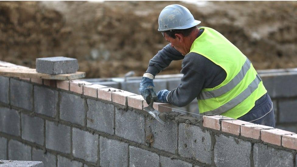 Radnik na građevini