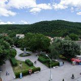 Incident u Kuršumliji, opozicioni odbornici nisu mogli u zgradu opštine 12