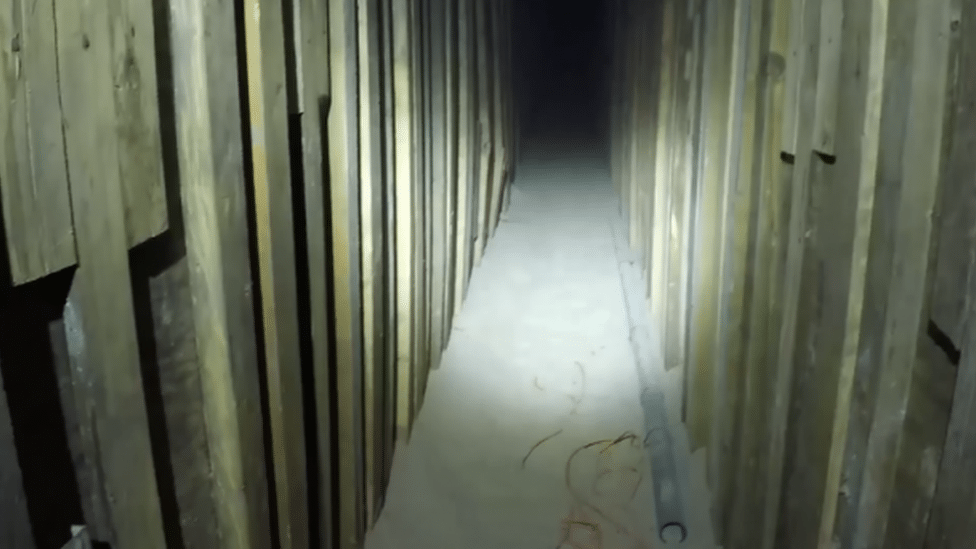 Zidovi tunela bili su obloženi drvetom