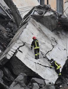 Urušio se most kod Đenove, 35 mrtvih (FOTO) 2