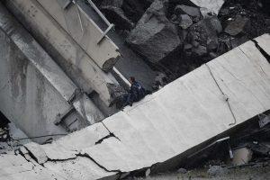 Urušio se most kod Đenove, 35 mrtvih (FOTO) 4