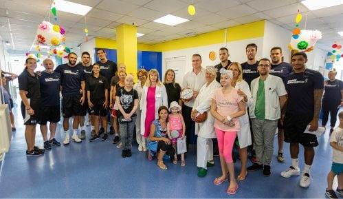 """NBA košarkaši u poseti mališanima Instituta za onkologiju i """"Tiršove"""" 6"""