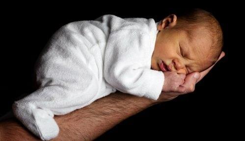 Više od 40 odsto dece rodi se vanbračno 6