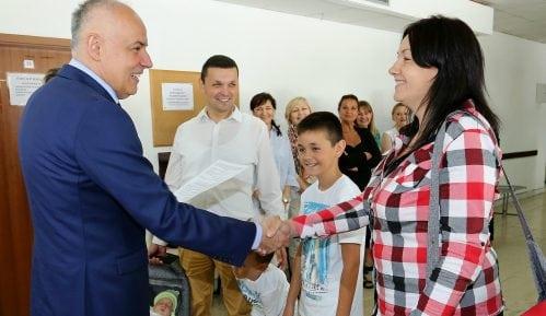 Prva porodica dobila pomoć grada za treće dete 1