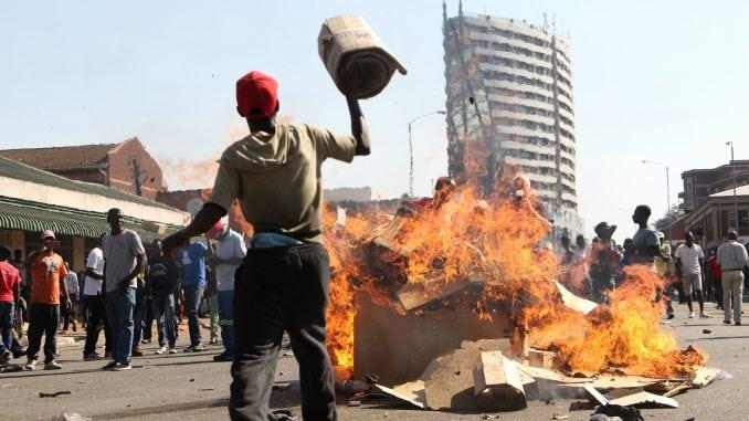 Zimbabve: Poginulo šest osoba u masovnim protestima 4