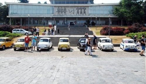 Druženje sa Fićom i Vespom na platou ispred Muzeja Jugoslavije 1