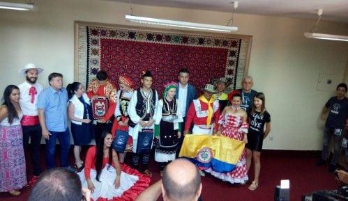 Sa folklornog festivala iz Pirota kućama poneli ćilim 9