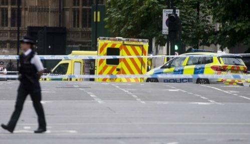 Incident ispred britanskog parlamenta 8