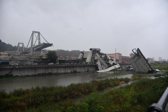 Urušio se most kod Đenove, 35 mrtvih (FOTO) 1