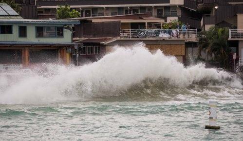 """Uragan """"Lejn"""" obrušio se na Havaje, Tramp proglasio vanrednu situaciju 14"""