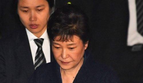 Produžen zatvor bivšoj predsednici Južne Koreje 15