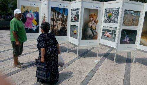 Izložba ''Ostavljena sećanja'' na trgu u centru Pirota 7
