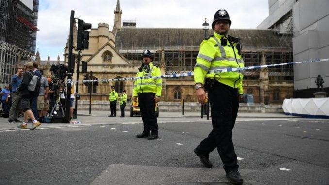 Velika Britanija pojačava bezbednost ispred parlamenta 1