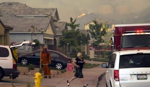 U Kaliforniji oko 60.000 ljudi evakuisano zbog šumskih požara 9