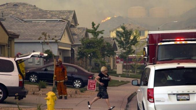 U Kaliforniji oko 60.000 ljudi evakuisano zbog šumskih požara 4