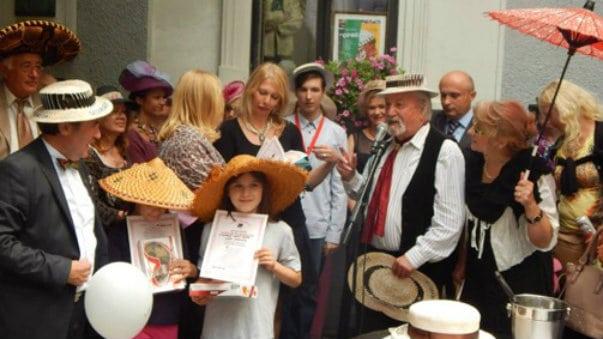 Skadarlijska šeširijada 18. avgusta ispred kuće Đure Jakišića 4