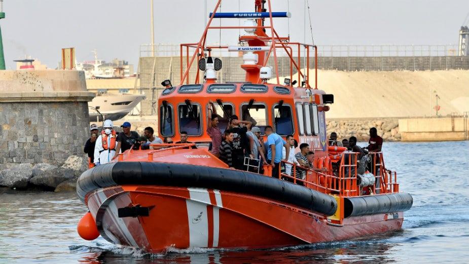 Italija otvorila luku za humanitarni brod sa 572 migranta 1