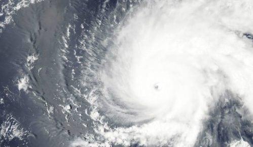 Najmanje 20 žrtava uragana na Bahamima, nevreme stiže do obala SAD 7