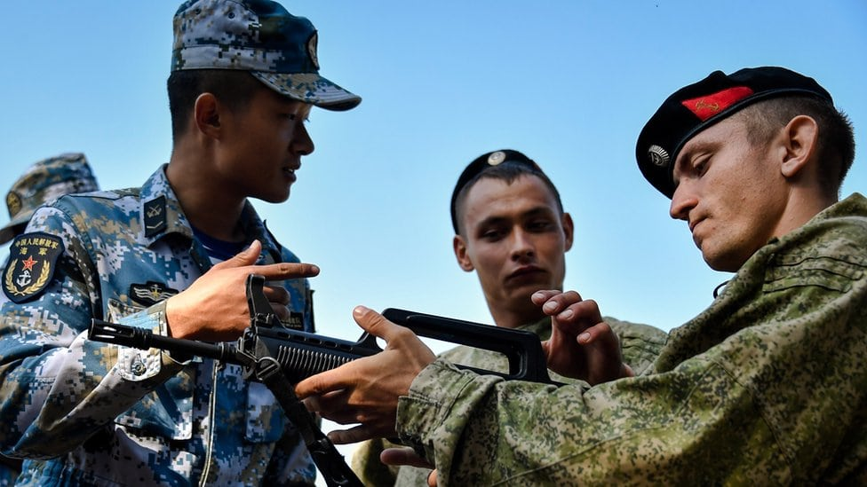Ruski i kineski vojnici
