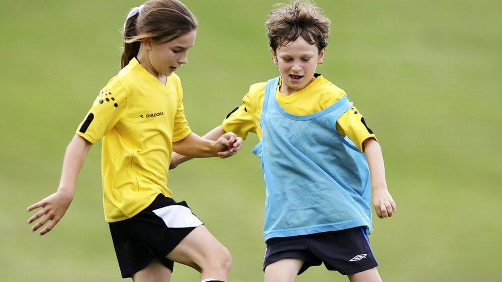 Deca igraju fudbal