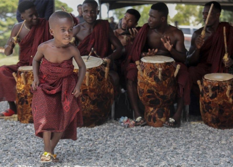 Ples na sahrani Kofija Anana
