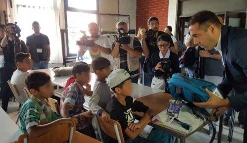 Gak: Školski pribor za decu migrante 15