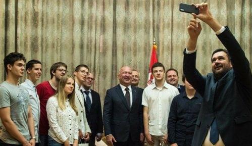 Nagrađeni matematičati i informatičari na prijemu kod Popovića 7