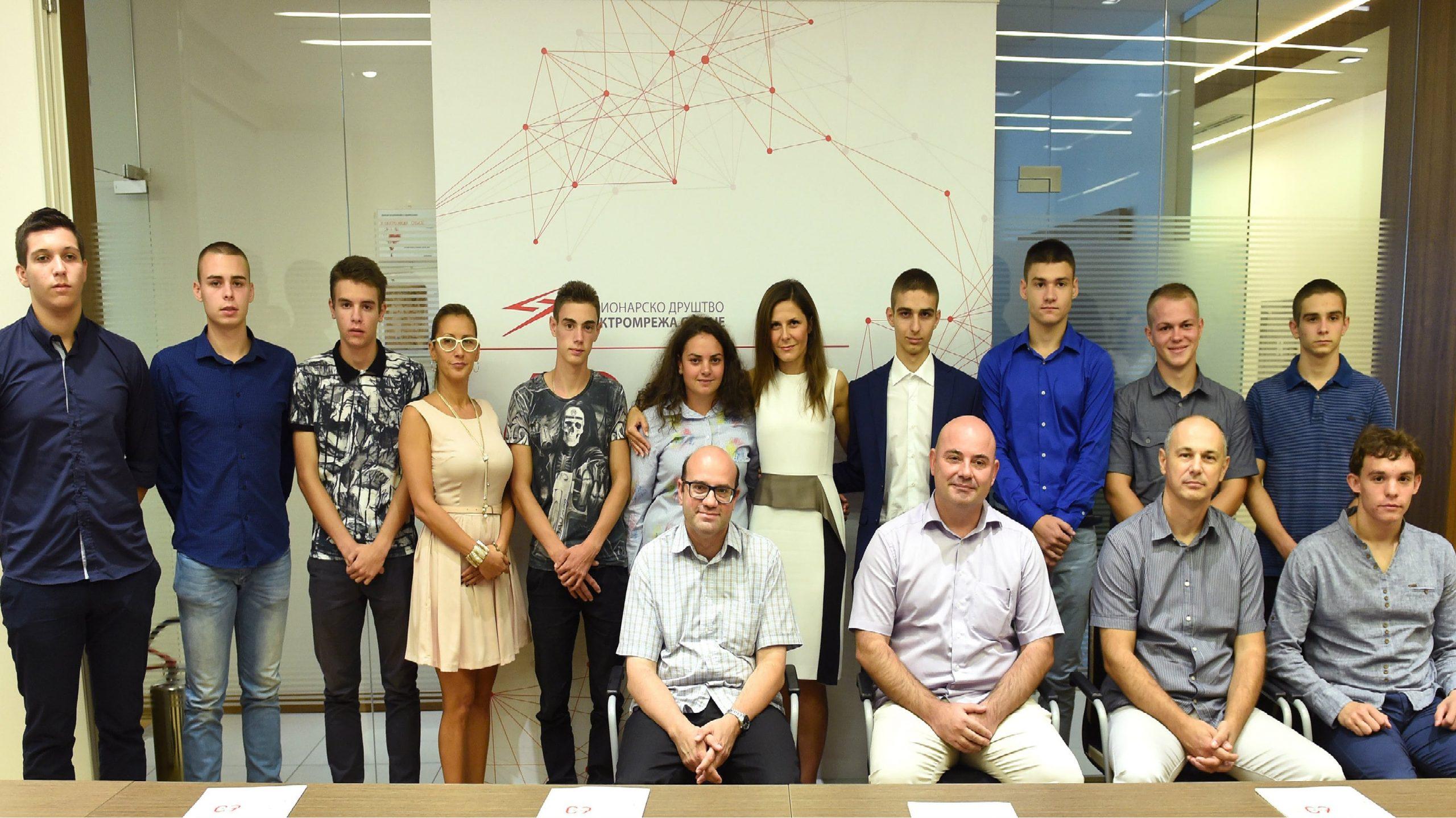 Elektromreža Srbije stipendira deset novih srednjoškolaca 1