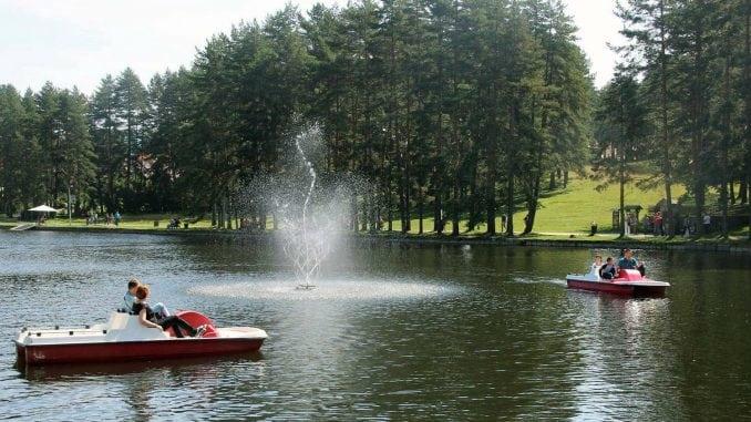 Postavljena nova fontana na zlatiborskom jezeru 1