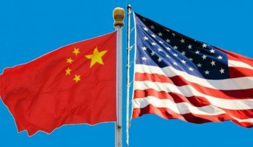 Kina obustavlja posete vojnih brodova SAD Honkongu zbog novog američkog zakona 13