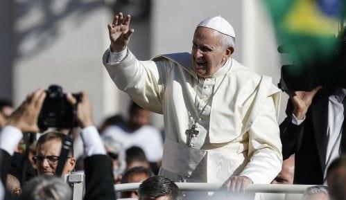 Papa Franja se moli za Pariz posle požara u Notr Damu 5