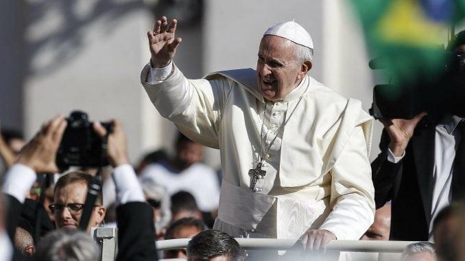 Papa: Neprihvatljivo je kriviti migrante za zlo 1