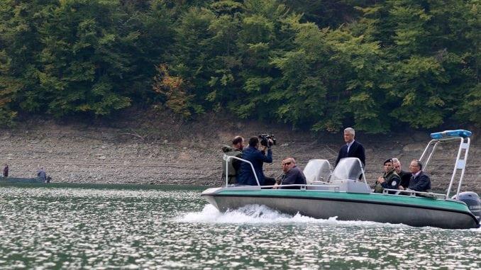 Tači: Imao sam čast da obiđem čamcem jezero Gazivode (Video) 1
