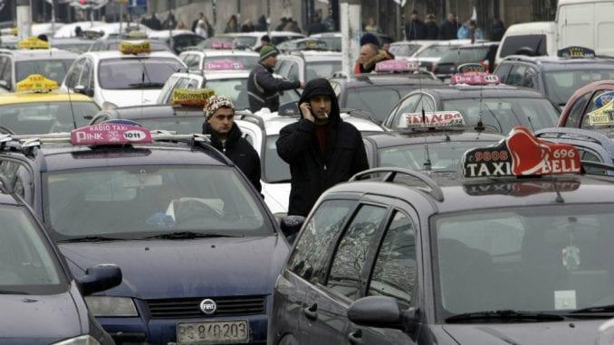 Anketa: Većina građana smatra da protesti taksista nisu opravdani 1