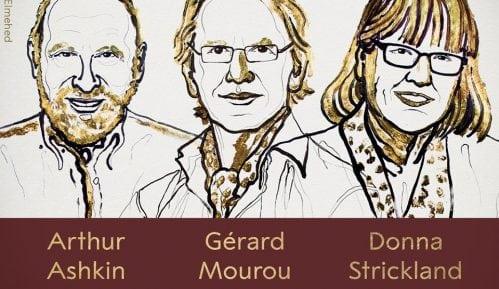 Tri dobitnika Nobelove nagrade za fiziku 8
